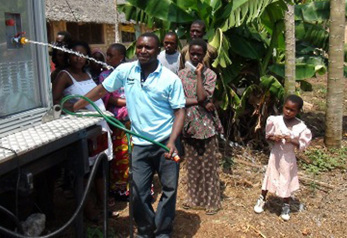 Road Show of mobile water purification through the Kenyan province Ganze.